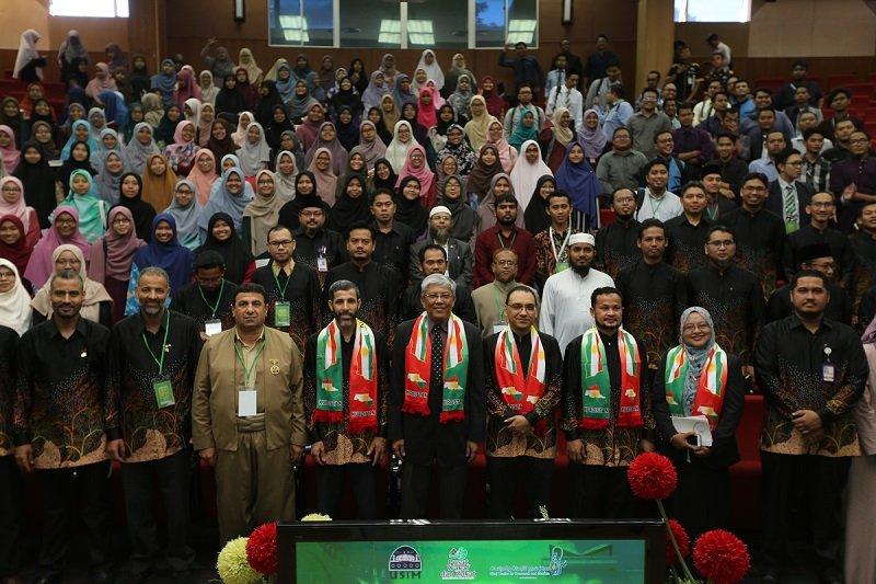 صورة جماعية للمشاركين في مؤتمر الوحي أساس الحضارة 2019
